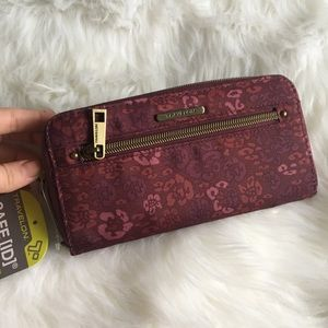 Travelon | NWT floral wallet